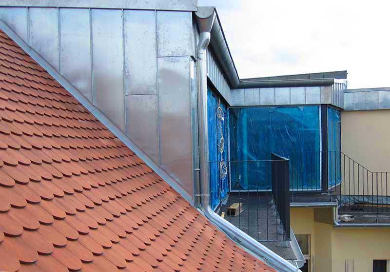 Foto von einer Dachgaube die mit Blech verkleidet ist
