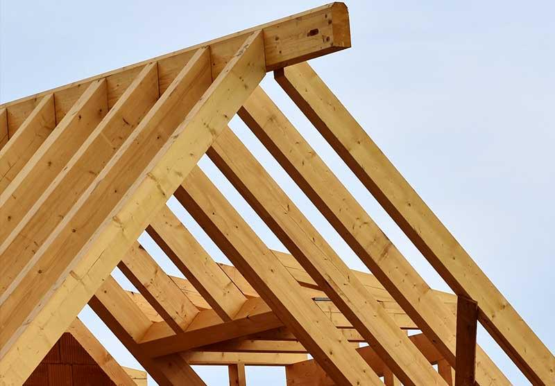 Foto von einem Dachstuhl eines Zeltdaches in Holzkonstruktion